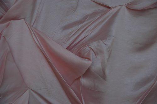 Aldona Kut, Aussenfutter (detail), 2010, Material, Silk, Fur, Rubber, Wooden frame, 350 x 770 cm